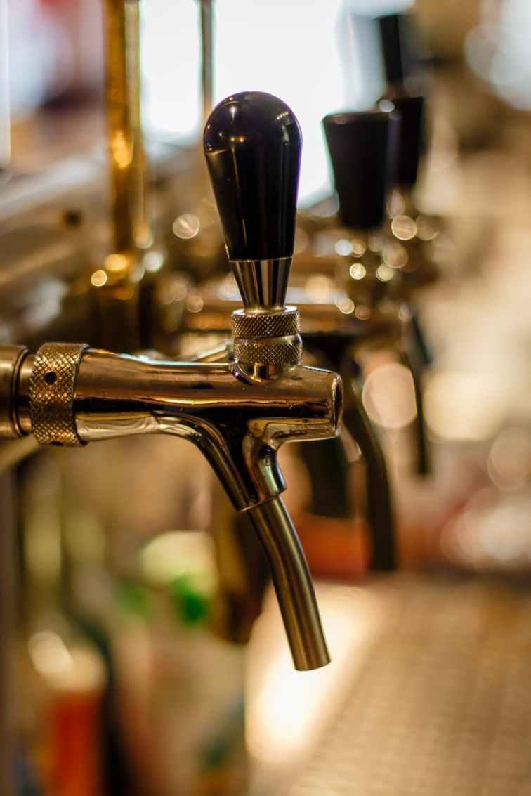 bar bartender beer blur